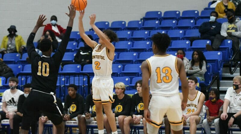 Warriors get big plays down the stretch to take down Holly Springs in season opener